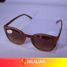 Óculos são sinônimos de elegância e ditam o estilo de quem os usam. Que tal aderir ao estilo Delaluna com esse modelo arredondado e que possui a armação amadeirada? Demais, hein?! Então aproveite o sábado e venha garantir o seu! ;)