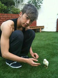 2PM's Wooyoung & a pet chick