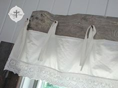 DIY: Barn Wood & Bedskirt Valance - My husband thought I was crazy for making rust AND using our leftover barnwood and a used bedskirt to create our window trea… Barn Wood Crafts, Barn Wood Projects, Old Barn Wood, Reclaimed Wood Projects, Reclaimed Barn Wood, Diy Projects, Project Ideas, Window Coverings, Window Treatments