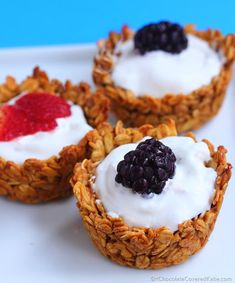 Customizable Breakfast Granola Cups Ingredients cup applesauce or mashed banana cup agave or honey (vegans: use agave) tsp pure vanilla extract tsp cinnamon tsp salt 1 cup rolled oats yogurt of choice OR any of my healthy pudding recipes Sweet Recipes, Whole Food Recipes, Cooking Recipes, Granola Cups Recipe, Yogurt And Granola, Vegan Granola, Chocolate Granola, Yogurt Cups, Greek Yogurt