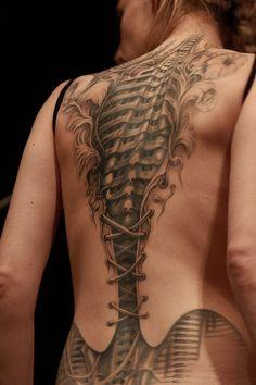 Incredible Steampunk-ish tattoo #tatoo #tatouage #dos