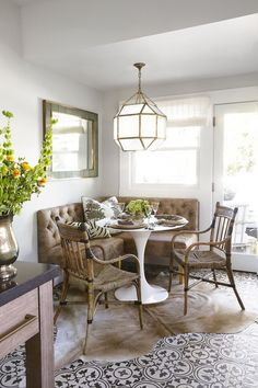 Dining Room Banquette Seating Best Of 25 Charming Kitchen Banquette Ideas Gorgeous Banquette Dining Room Banquette, Banquette Seating, Dining Room Furniture, Dining Chairs, Dining Table, Dining Area, Corner Banquette, Corner Table, Traditional Dining Rooms