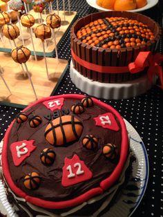 Frederik 13 år basketball kage opsmurt med fondantpynt. Basketball cake.