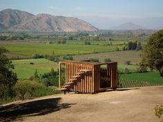 Ubicado en la comuna de Coltauco, en la Sexta Región de Chile, el proyecto del arquitecto Jackson Cuevas construye un...