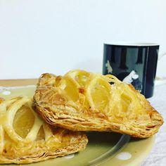 紅玉を見つけたので  即席アップルパイ 卵でテリをつけるとそれなりに  たまにはおやつみたいな朝ごはん  #apple #pie#autumn #applepie #morning#coffee#moomin #mug#breakfast #handmade#sweets #秋のおやつ#あさごはん#アップルパイ#紅玉#りんご#秋#秋の味覚#手作りおやつ#おやつ