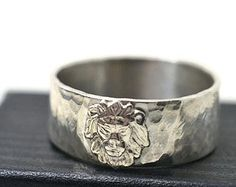 Silver Lion Ring, Unisex Jewelry, Custom Engraving, Lion Jewelry, Hammered Wedding Band, Mens Ring, Animal Ring