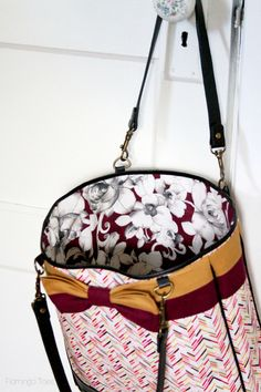 The perfect tote for Fall! DIY Fabric Lined Bow tote. FREE Pattern on FlamingoToes.com --- Shop Joann.com for supplies!