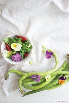 Vi ricordate i miei biscottini con i fiori pubblicati su Casa Facile di giugno? Prima di tutto grazie, in molti mi avete scritto ...