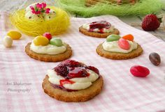 Almond biscuits with ricotta, white chocolate topping and strawberry ...