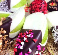 Bombones de manzana | Manzanas bañadas en chocolate gourmet | @Fruristería Use dark chocolate and these are actually Healthy!!!!