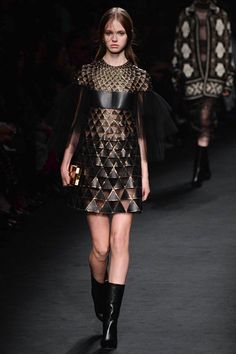 Valentino Fall 2015 Ready-to-Wear - Collection - Gallery - Style.com #Valentino #fall15 #aw15