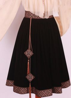 Great use of scrap fabric – Artofit Skirt Fashion, Hijab Fashion, Fashion Dresses, Embroidery Fashion, Embroidery Dress, Ethno Style, Afghan Dresses, Stylish Dresses, Skirt Outfits