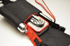 The Skinth TB (TrailBlazer) is a carry solution for the avid bush-crafter who wants everything from fire starting to a flashlight at the ready on their belt or pack.