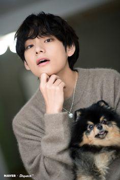 BTS's V and his dog Yeontan Birthday photoshoot - Sexy K-pop Taehyung Selca, Jimin, Yoongi Bts, Bts Bangtan Boy, K Pop, Bts Lockscreen, Foto Bts, Seokjin, Namjoon