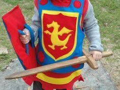 Caballero del dragón traje estuche con túnica por TheTreeHouseKid