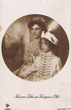 Kaiserin Zita von Österreich mit Sohn Otto in ungarischer Krönungstracht | Flickr - Photo Sharing!