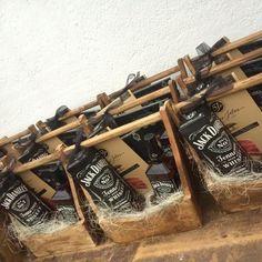 """""""La de Jack"""" una canasta de regalo corporativa navideña con estilo y deliciosos cortes de jabugo.  www.lacanasteria.com.mx"""