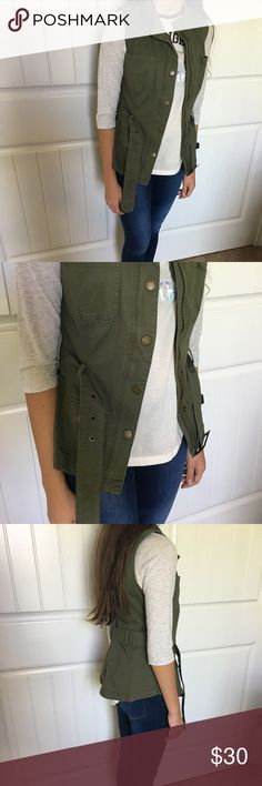 Guess vest Guess vest in size XS. Very cute for back to school outfit. Guess Jackets & Coats Vests