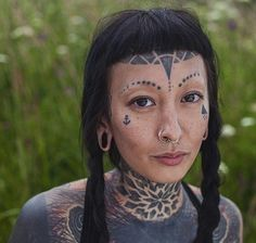 Woman face, body modifications, body mods, art inspo, face tattoos for wome Face Tattoos, Body Art Tattoos, Tattoo On Face, Pretty People, Beautiful People, Mode Renaissance, Hippie Man, Body Modifications, Body Mods