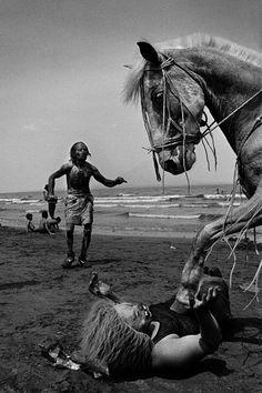 reinopin: Aquí, junto al agua. Nicaragua. El paso (san Jorge 2003) © Rafael Trobat