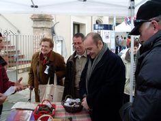 Tòfona - Fira de la tòfona de Centelles 2008 – Osona - Barcelona – Catalunya – Catalonia- Truffle - trufa - Gastronomia – Turisme – Turismo - Feria – Fira . Més informació a  http://www.centelles.cat/firadelatofona/default.asp