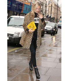 Kate Moss http://www.vogue.fr/mode/look-du-jour/articles/le-manteau-leopard-de-kate-moss/16484