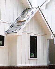 53 Super ideas for exterior house siding board and batten Exterior Siding Options, Exterior House Siding, Cottage Exterior, Modern Farmhouse Exterior, Exterior Paint, Hardie Board Siding, Southern Farmhouse, French Farmhouse, Vertical Vinyl Siding