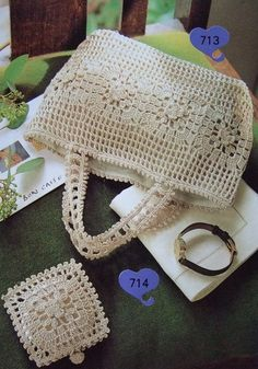 I don't see a pattern, but the page has beautiful crocheted and knitted bags. Good for inspiration!