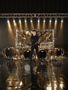 Terry Bozzio is best known for his work with Frank Zappa and the band Missing Persons. Terry Bozzio, Drummer Boy, How To Play Drums, Thrash Metal, Drum Kits, Rock Legends, Music Photo, Ringo Starr, Percussion