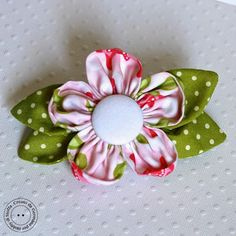 This flower hair bow would look great with a flat bakc button in the center. Hobby di Carta - Il blog