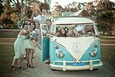 #combi baby blue and white wedding love! // www.modernwedding.com