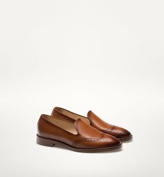 FLAT LEATHER SHOES WITH BROGUING DETAIL