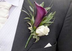 Groom's boutonnière, without the green leafs...