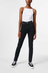 <p>Donna jeans by Cheap Monday are a pair of comfort stretch jeans with a high rise and slightly cropped, tapered legs. This pair comes in a classic dark grey wash.</p><p>-The model is 178 cm tall and wears size 28 that measures 68 cm in waist circumference.<br /><br /></p>