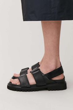 Detailed image of Cos chunky leather sandals in black Black Sandals, Women's Shoes Sandals, Leather Sandals, Black Shoes, Dress Shoes, Sandals Outfit, Womens Shoes Wedges, Womens High Heels, High Heel Pumps