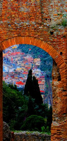 taormina, sicily. looks like a painting!