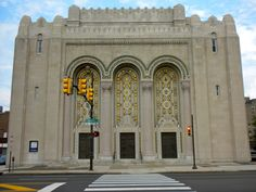 Rodeph Shalom Synagogue in North Philadelphia, Pennsylvania. Jewish Synagogue, Jewish Temple, Synagogue Architecture, Moorish Revival, Jewish History, World Photo, Place Of Worship, Kirchen, Barcelona Cathedral