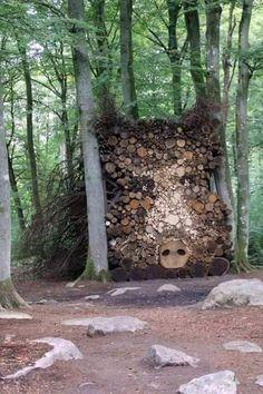 Woodpile art Houtstapel