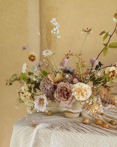 Modern Wedding Flowers, Wedding Flower Inspiration, Floral Wedding, Wedding Colors, Bridal Shower Centerpieces, Floral Centerpieces, Floral Arrangements, Fall Wedding Bouquets, Bride Bouquets