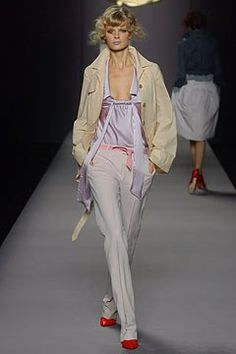 Viktor & Rolf Spring 2004 Ready-to-Wear Fashion Show - Julia Stegner