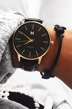 The most innovative watches you'll ever own. Choose your perfect style from our fashion designed collection of women's quartz wristwatches meeting latest trends. Big Watches, Sport Watches, Cool Watches, Watches For Men, Dainty Jewelry, Automatic Watch, Digital Watch, Cool Style, Quartz
