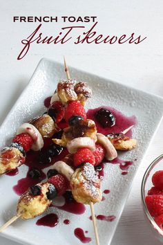 french toast skewers recipe - with banana, blueberry, raspberry, and blueberry sauce syrup! #brunch #breakfast