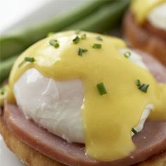 Hollandaise Sauce Recipe Great for topping poached eggs, Canadian Bacon, on top of a toasted English Muffin. I use slices of Avocado between the Bacon and the Muffin). Eggs Benedict Recipe, Egg Benedict, Egg Recipes, Sauce Recipes, Cooking Recipes, Recipies, Cooking Eggs, Cooking 101, Cooking School