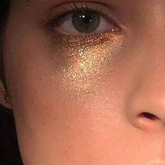 Single Post This Subtle Summer Sparkle Makeup Look Is Easy To Recreate – Das schönste Make-up Makeup Goals, Makeup Inspo, Makeup Art, Makeup Inspiration, Makeup Tips, Hair Makeup, Witch Makeup, Eyeshadow Makeup, Halloween Makeup