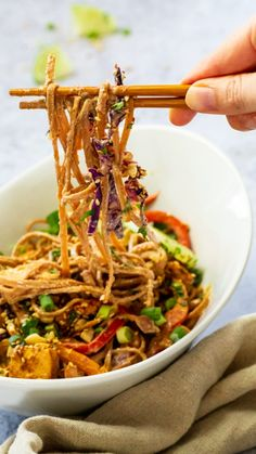Recipe for a healthy, vegan thai peanut noodles with an oil-free, gluten-free pad thai peanut sauce , veggies. This recipe is a great take out recipe for your next quick dinner. #vegandinner #veganthai #veganthaipeanutsauce #thaipeanutsauce #wfpbdinner veeatcookbake.com