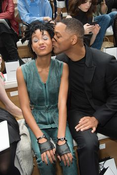 Pin for Later: Willow Smith Steals the Spotlight From Her Famous Dad During Paris Fashion Week Black Love, Black Is Beautiful, Beautiful People, Beautiful Family, Willow And Jaden Smith, Star Fashion, Paris Fashion, Female Fashion, Jada Pinkett Smith