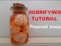 how to: mini preserved brains in a jar Halloween Apothecary, Halloween Potions, Halloween Miniatures, Apothecary Jars, Bottle Jewelry, Bottle Charms, Polymer Clay Halloween, Biscuit, Miniature Bottles