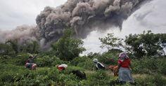 Vulcões assustam e criam belas imagens pelo mundo - Fotos - UOL Notícias