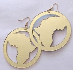 Chic Africa Black Africa Map outline Earring made with light wood