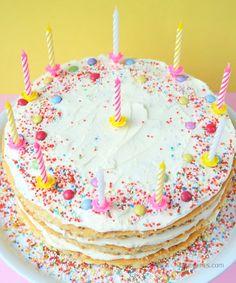 Rezept: Geburtstagskuchen mit Buttercreme und bunten Streuseln | recipe: birthday cake with buttercreme frosting & sprinkles | waseigenes.com